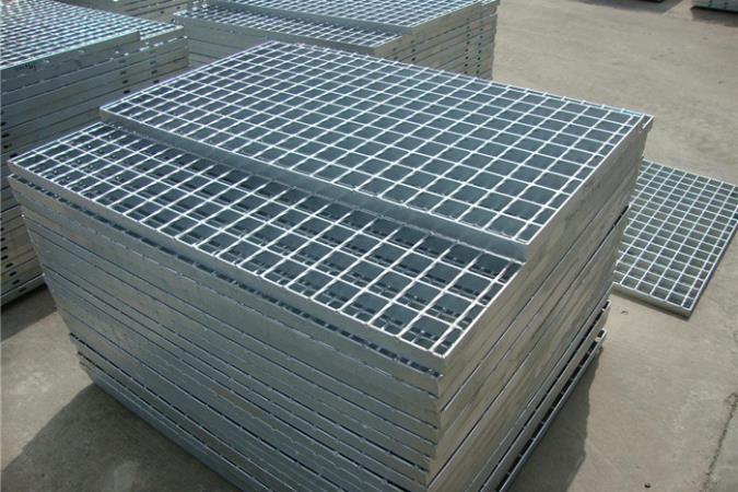 Galvanized-stair-treads-mild-Steel-Bar_675x450.jpg