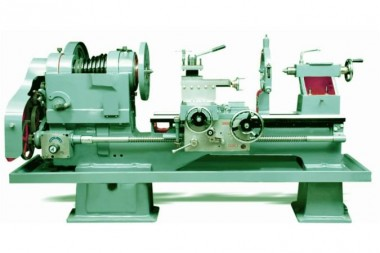 Heavy-duty-lathe-machine_675x450.jpg