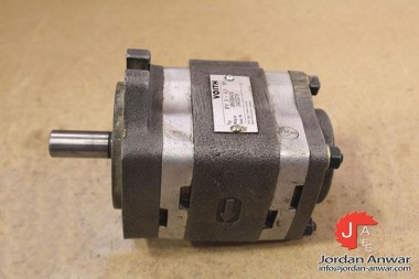 VOITH-IPV-3-63-101-INTERNAL-GEAR-PUMP_675x450.jpg