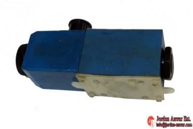 Vickers-DG4V-3-6B-M-U-H7-60-Solenoid-Operated-Directional-Valves4_675x450.jpg