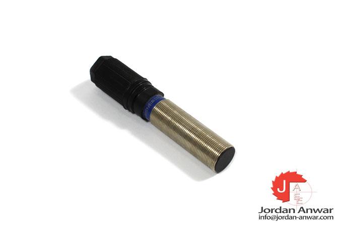 telemecanique-XS1M18PA370B-inductive-proximity-sensor