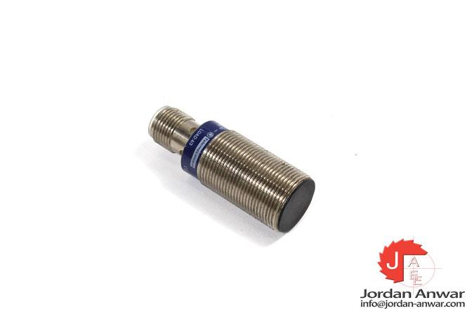 telemecanique-XS1N18PA349D-inductive-sensor