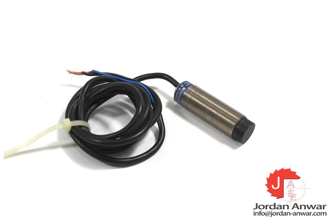 telemecanique-XS2M18PA3701L1-inductive-proximity-sensor