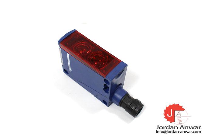 telemecanique-XUX5ARCNT16-photoelectric-diffuse-sensor-1