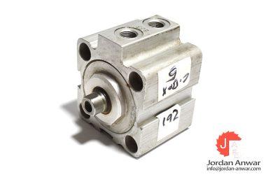 bosch-0-822-010-650-compact-cylinder