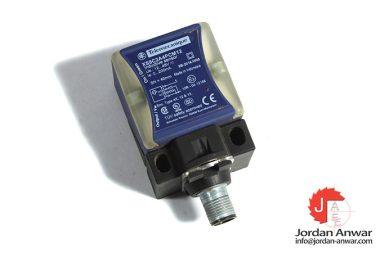 telemecanique-XS8C2A4PCM12-inductive-sensor