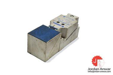 telemecanique-XS7C40PC440-inductive-sensor