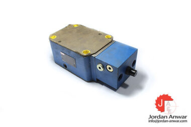 Rexroth-R900383141-pressure-compensator-valve