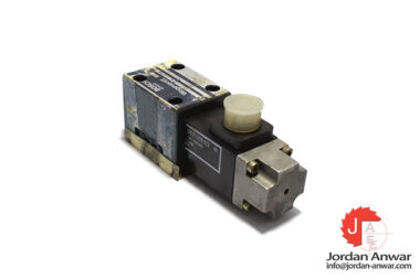 Bosch-0-810-090-106-solenoid-operated-directional-valve