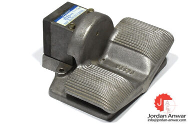 festo-8642-foot-valve-with-detent