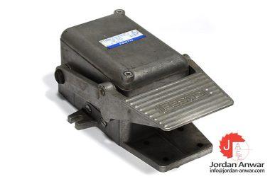 festo-8986-foot-valve-with-detent